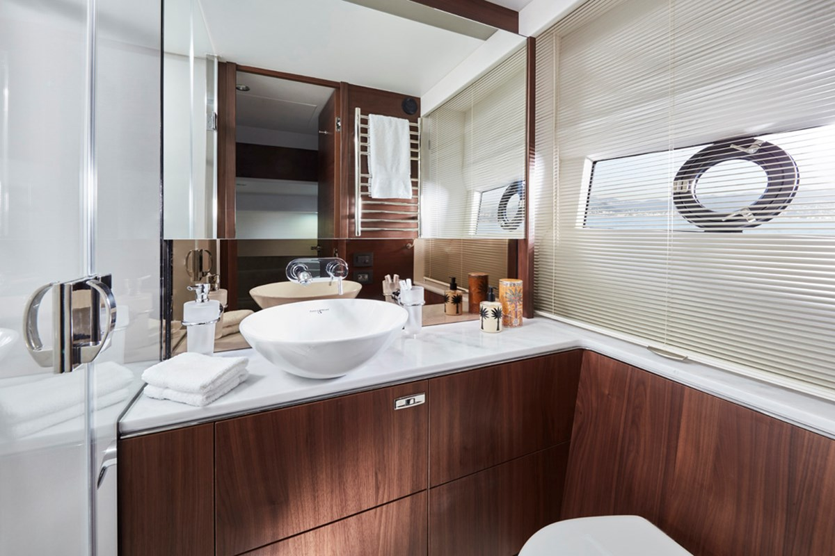 P62 Starboard BathroomRT.jpg