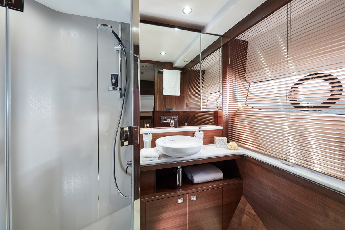 Princess 70 Starboard Twin Bathroom RT.jpg