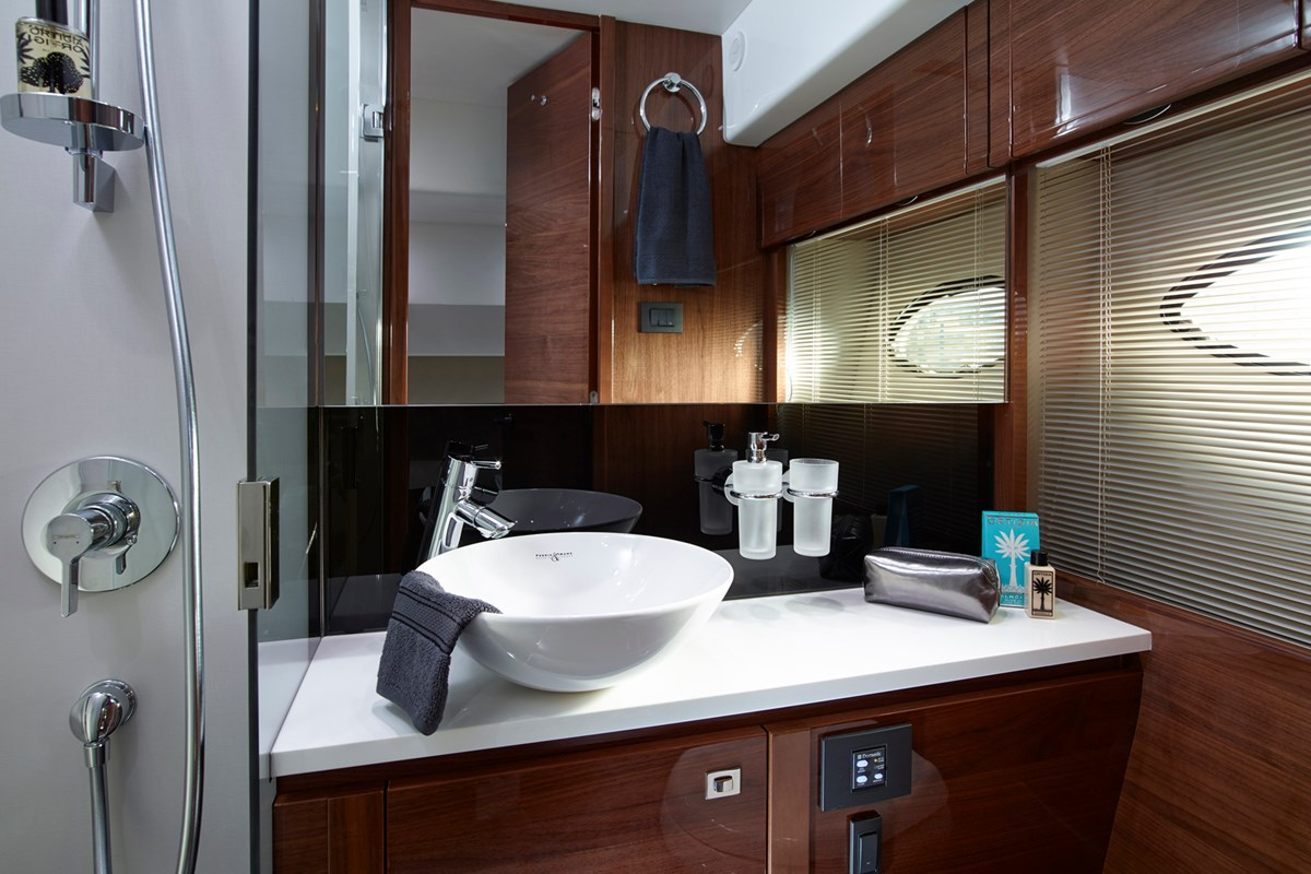 P60 Starboard Bathroom.jpg