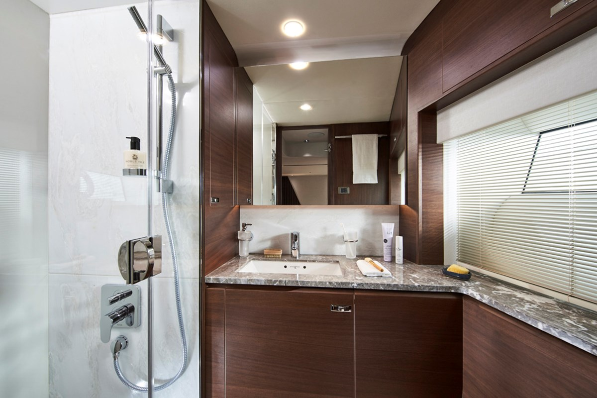 85MY Starboard Bathroom 2 RT.jpg
