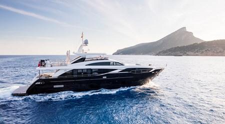 Superyacht Princess 30M