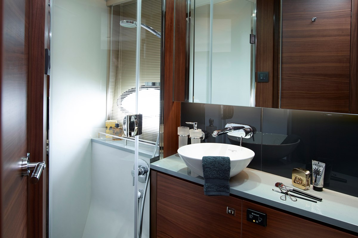 P52 Forward Bathroom.jpg