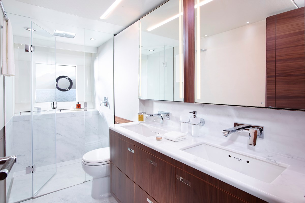 13 75 Motor Yacht interior - owner's bathroom (American Walnut Satin).jpg