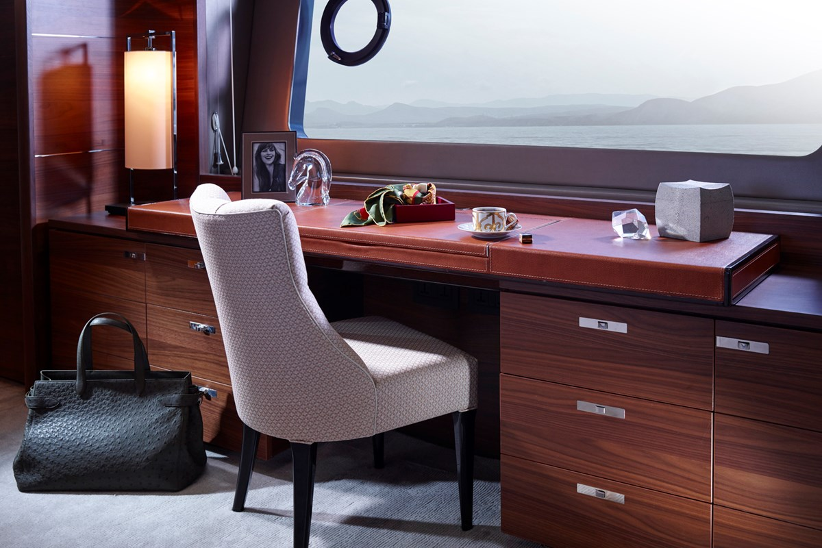 88MY 018 Master Cabin Dressing Table RT.jpg