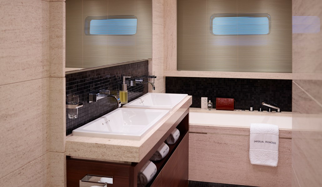 Princess 40M Aft Bathroom-RT.jpg