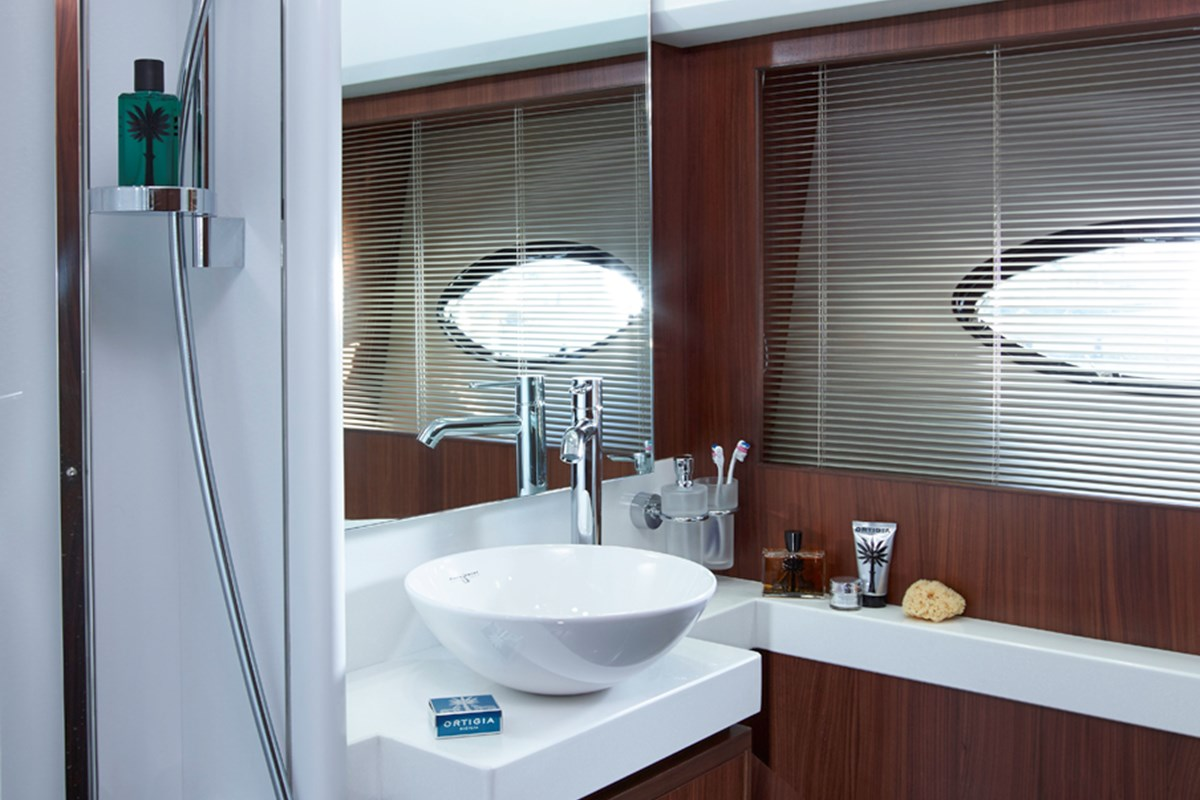 Princess 64 Starboard Bathroom.jpg