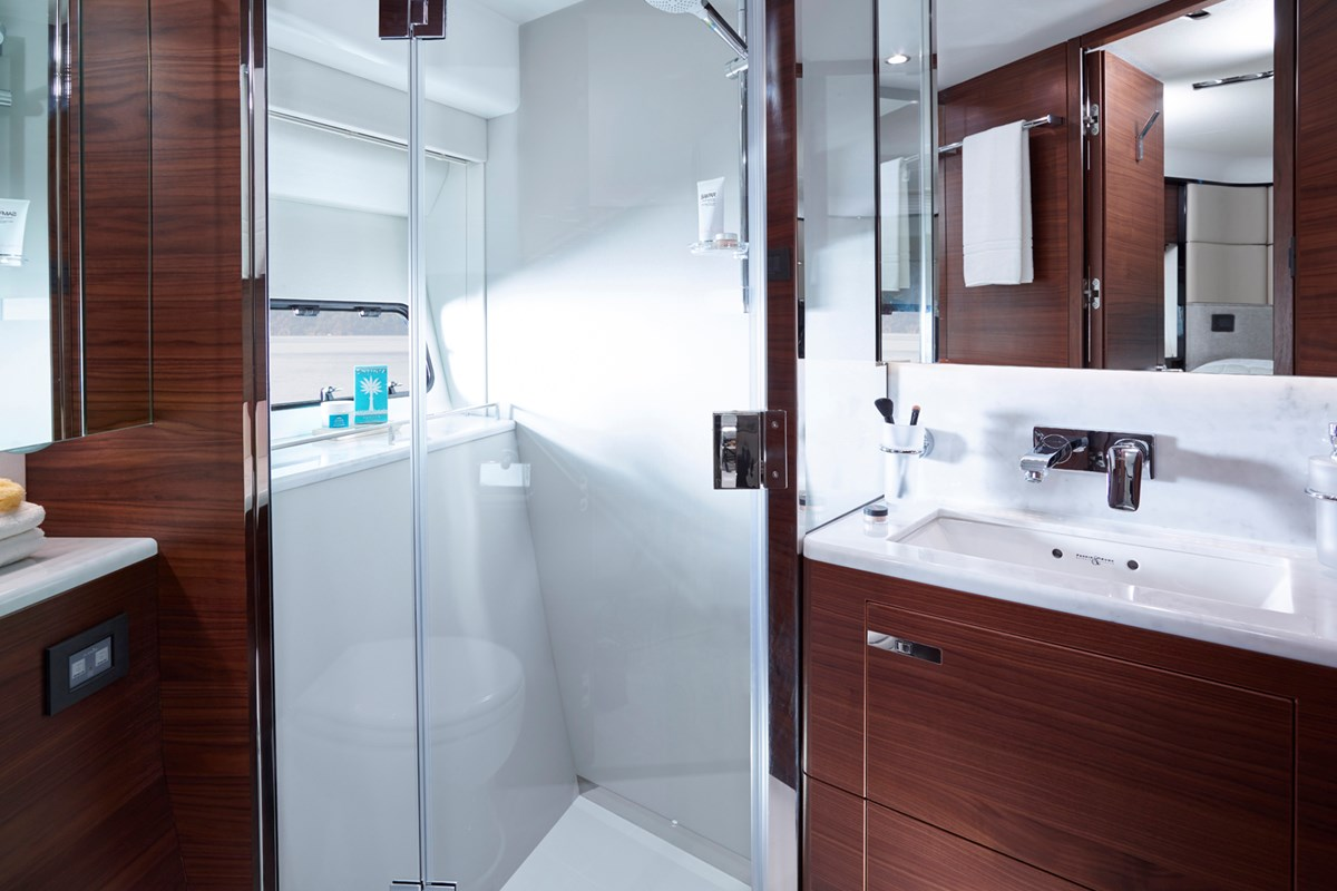 20 75 Motor Yacht interior - Forward Bathroom (American Walnut Satin).jpg