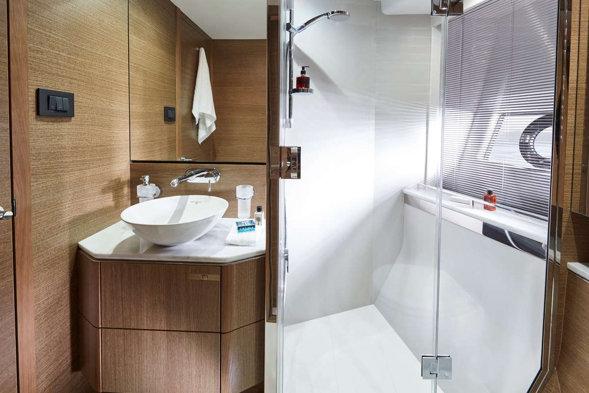 V65 Starboard Bathroom RT.jpg
