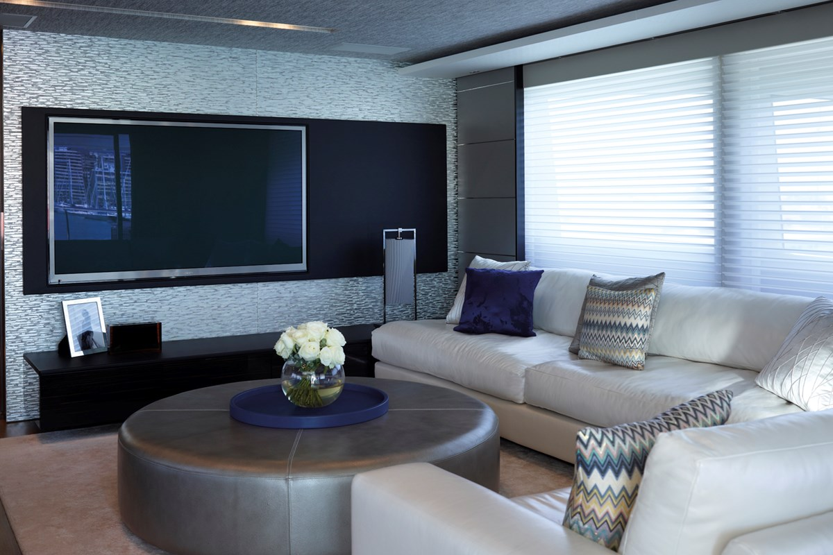 Princess 40M Skylounge Detail-RT.jpg