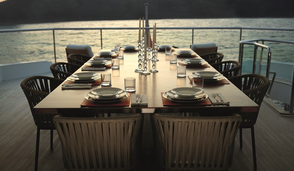 Princess 40M Skylounge Table-RT2.jpg