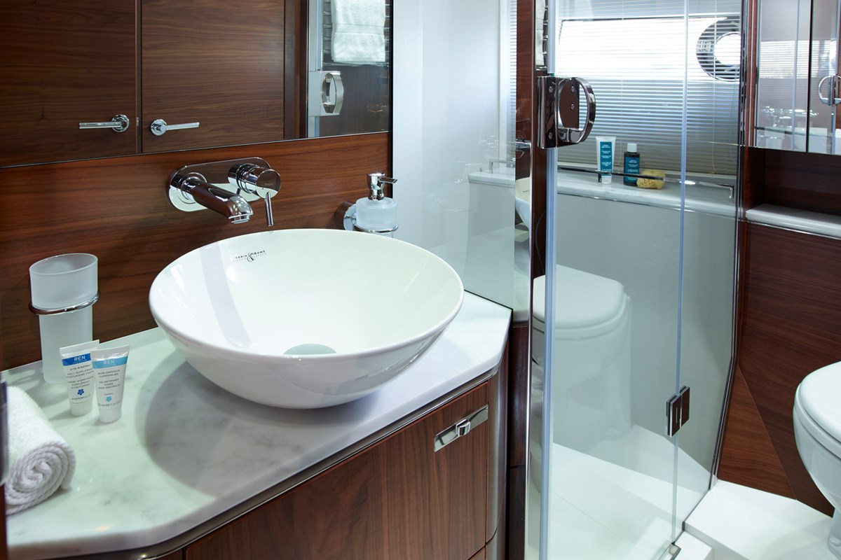S65 Starboard Bathroom 1.jpg
