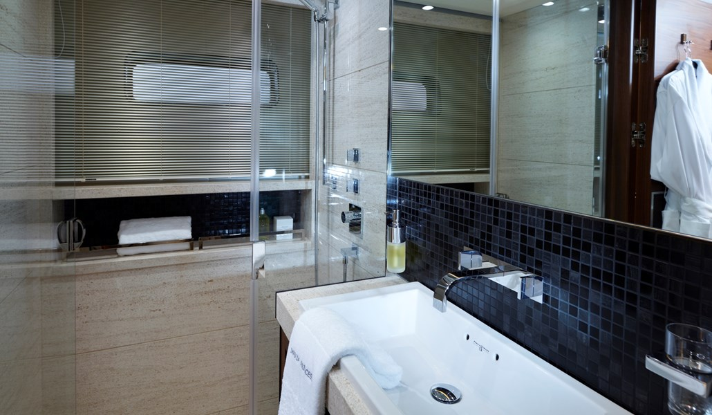 Princess 40M Port Twin Bathroom-RT.jpg