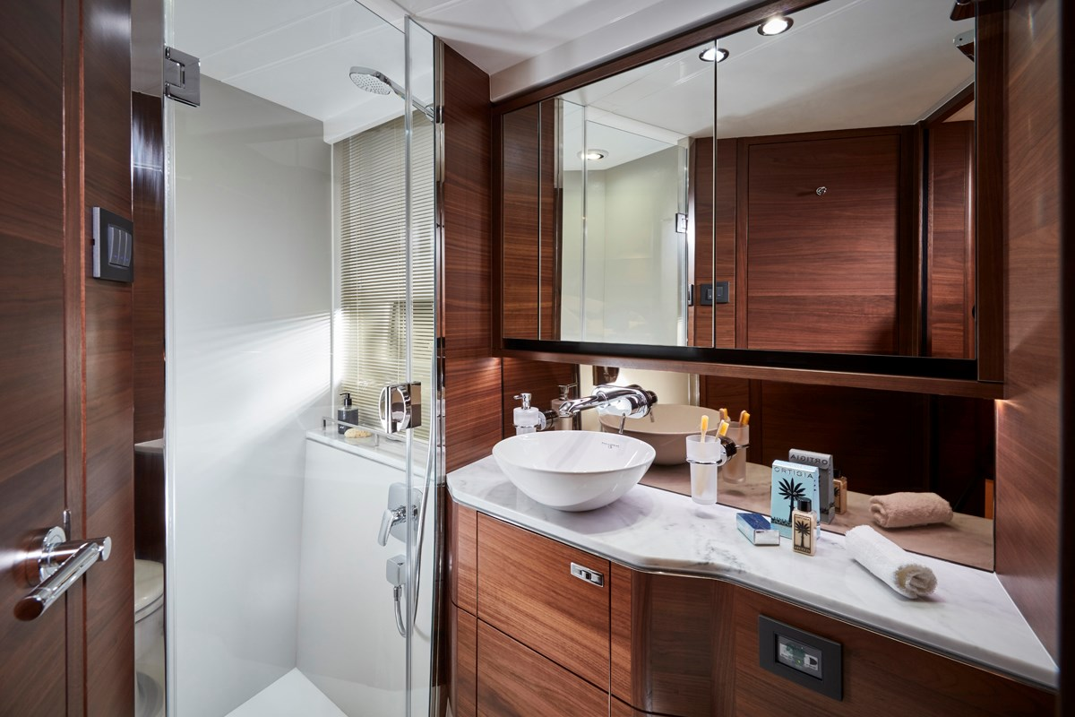 P55 Forward Bathroom 7 RT.jpg