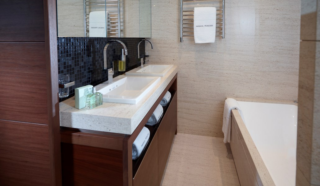 Princess 40M Forward Cabin bathroom-RT.jpg