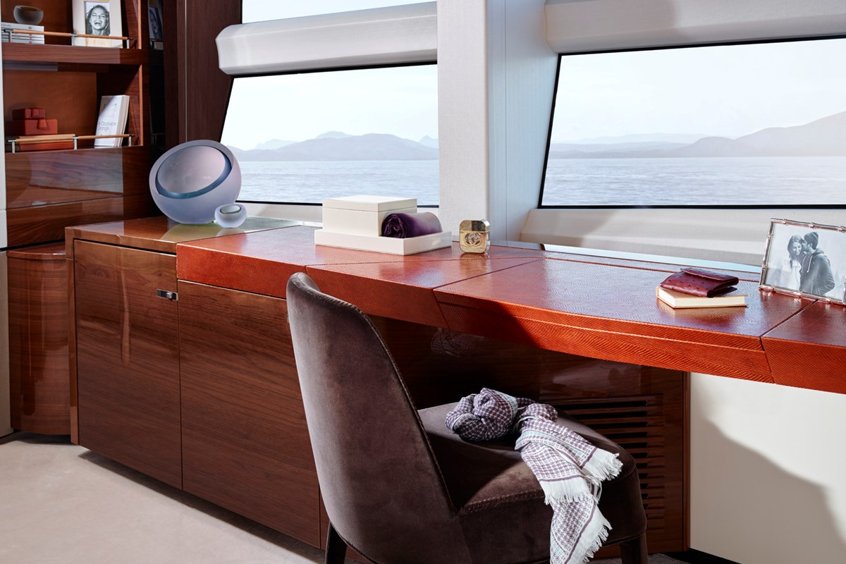35M Master Stateroom Dressing Table RT.jpg